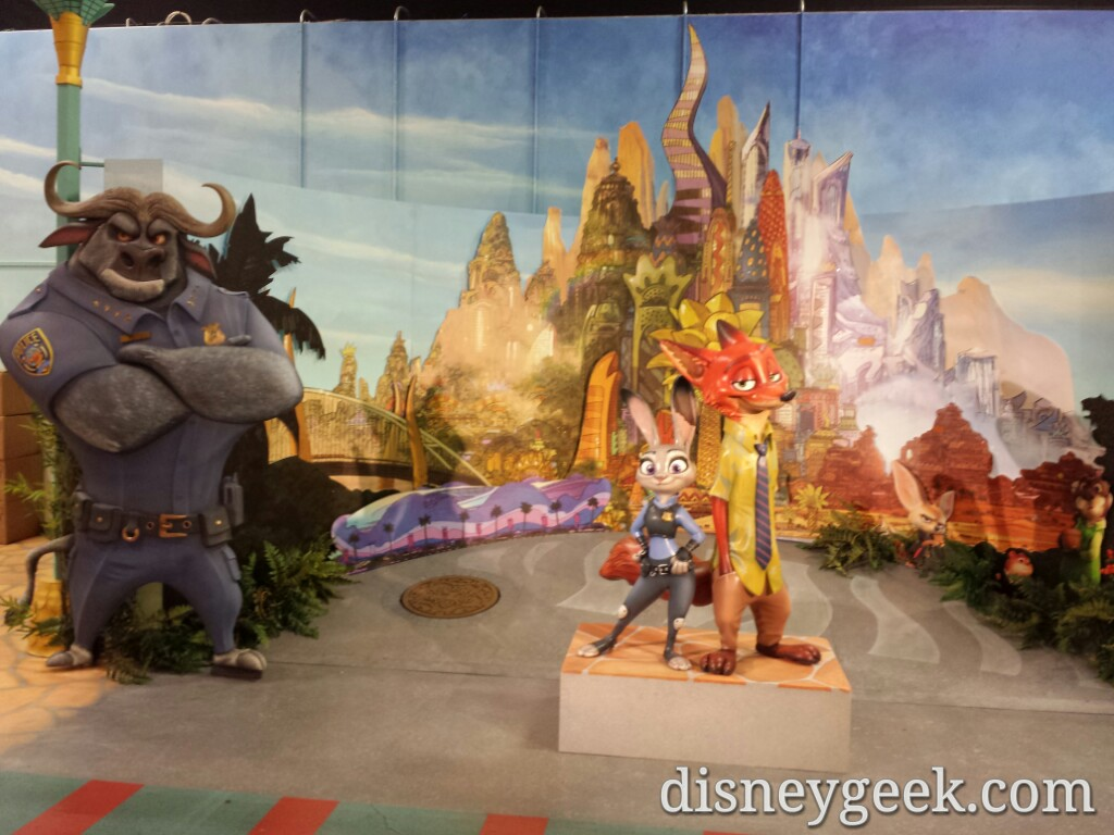 #Zootopia – Chief Bogo, Judy Hopps & Nick Wilde photo op