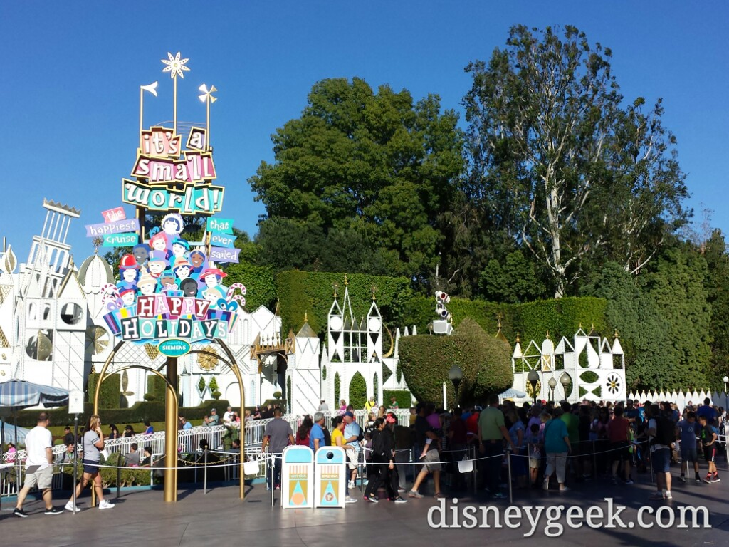 Small World Holiday about a 30min wait #Disneyland