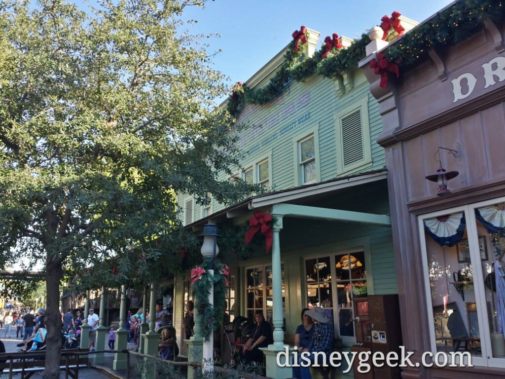 #Christmas has come to Frontierland #Disneyland