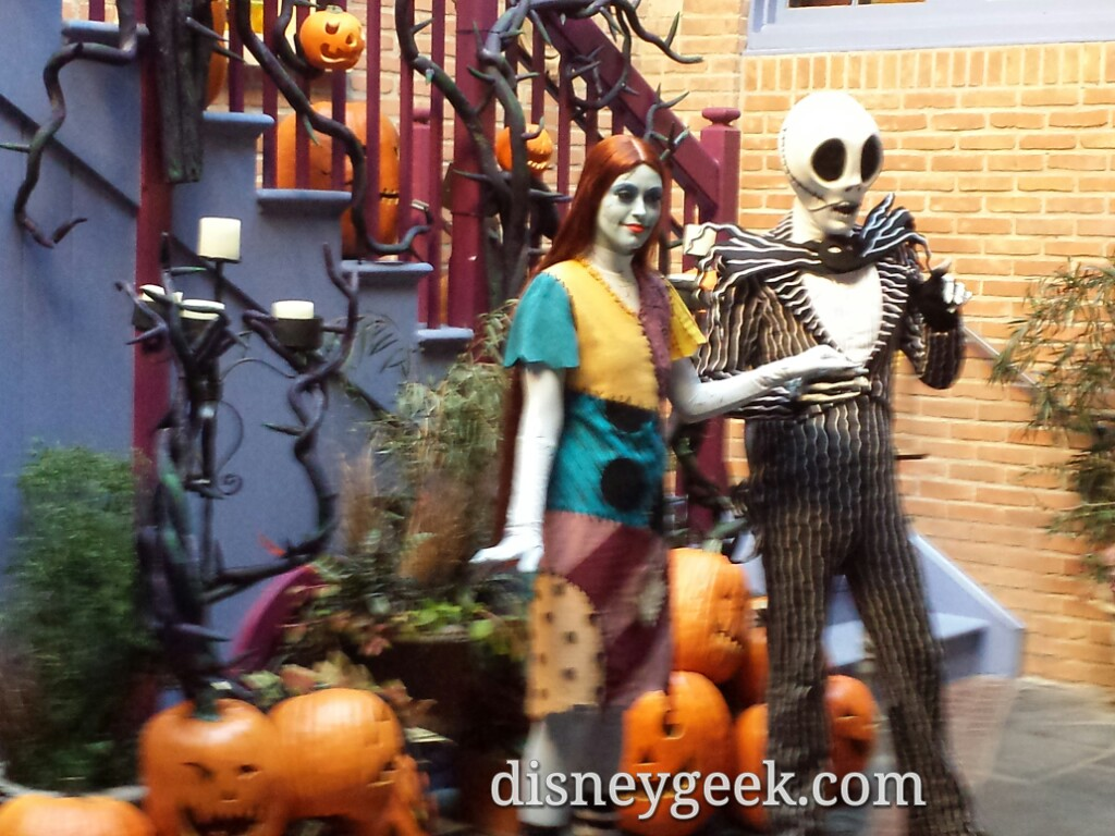 Jack & Sally meeting guests in the Royal Courtyard now #Disneyland