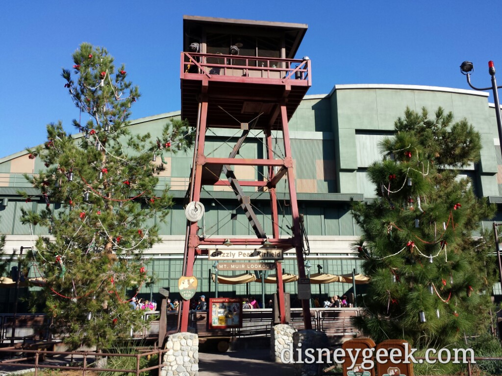 Grizzly Peak Airfield has #Christmas decorations this year