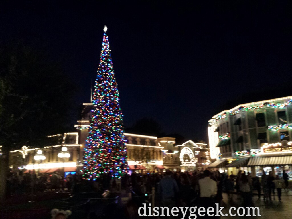 #Disneyland Main Street #Christmas tree