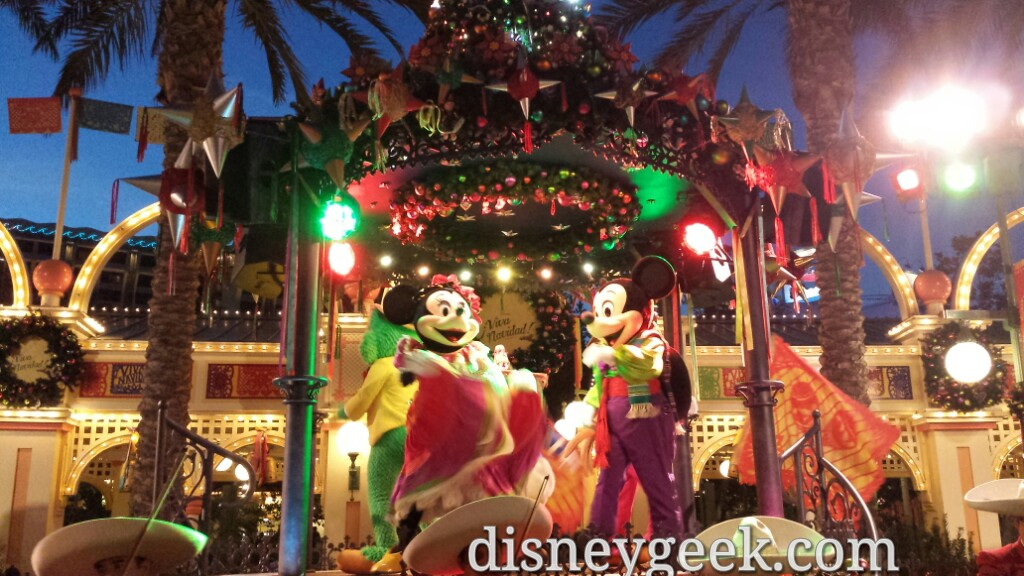 Mickey & Minnie @ ¡Viva Navidad! Street Party in #Disney California Adventure