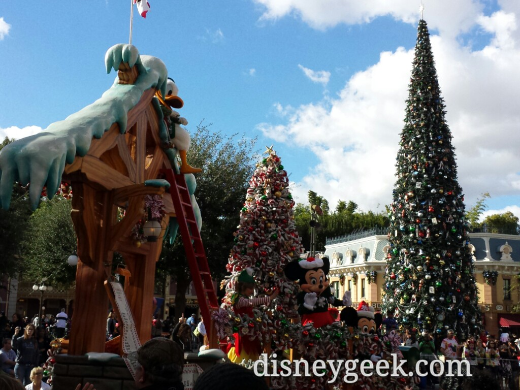 Arrived in Town Square just as A #Christmas Fantasy did #Disneyland
