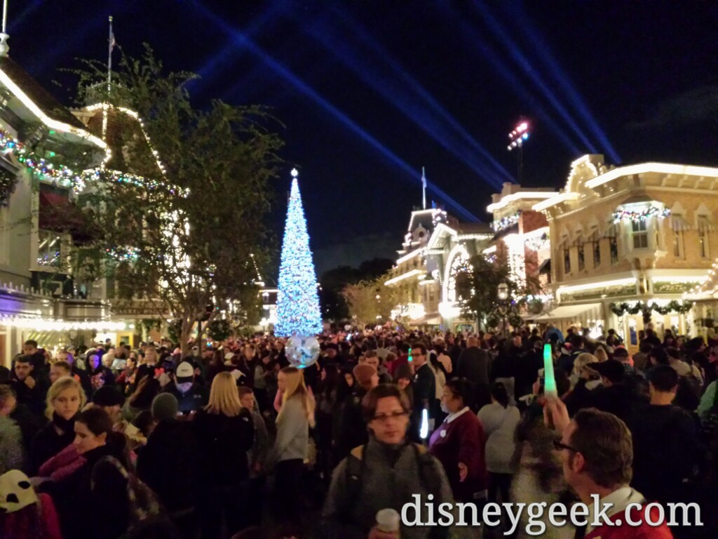 Most of Main Street is mostly exit traffic after #DisneylandForever