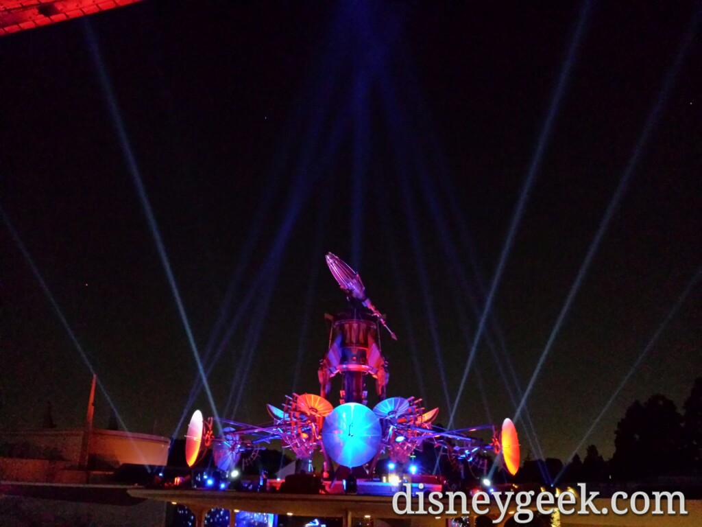 Orbitron lights are on this evening #StarWars #SeasonOfTheForce #Disneyland