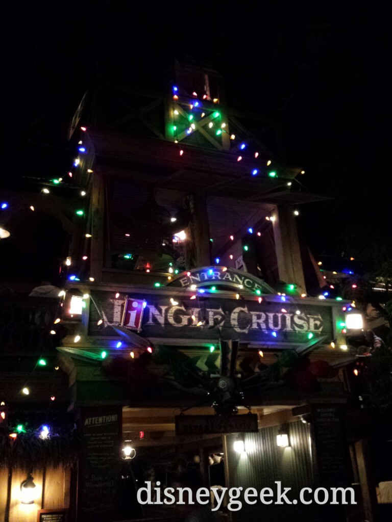 Jingle Cruise time, posted at 25min #Disneyland