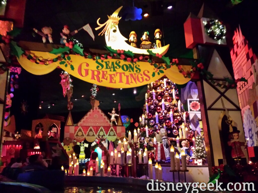 Managed to time it right and walked onto it's a Small World Holiday #Disneyland