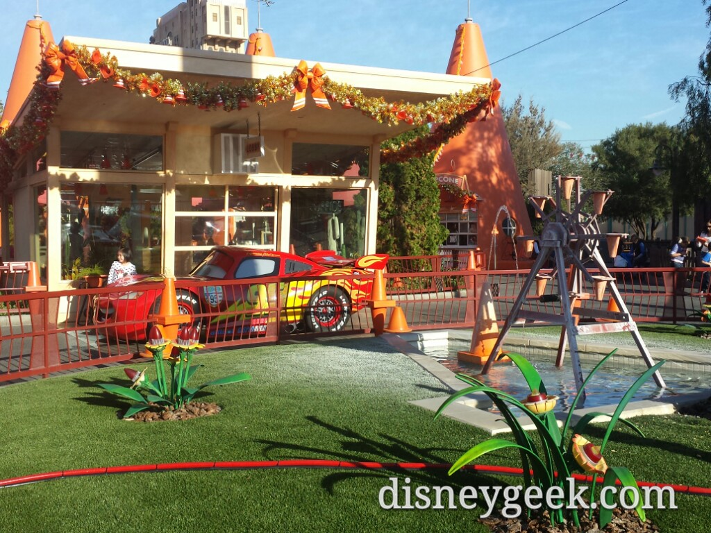 At the Cozy Cone the water discoloration of the grass can pass as snow #CarsLand