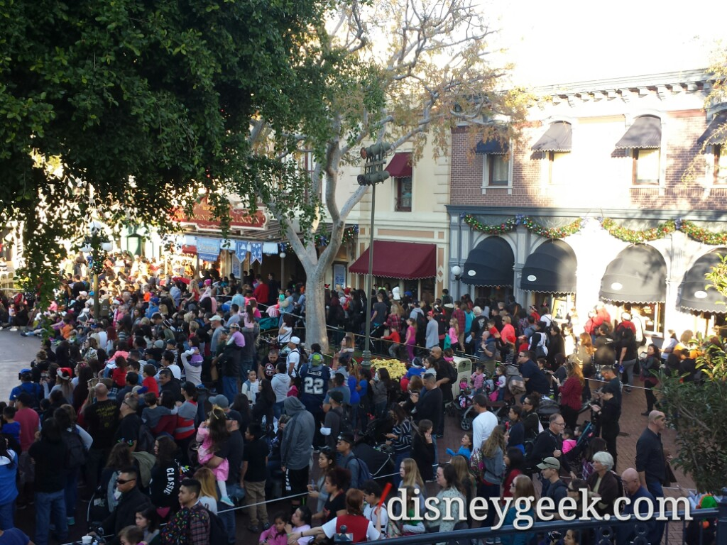 Town Square was a little congested during the 2nd parade #Disneyland