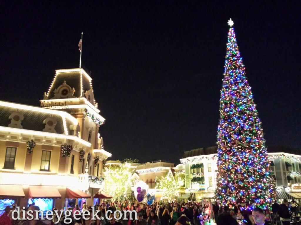 #Disneyland Town Square #Christmas tree #DisneyHolidays