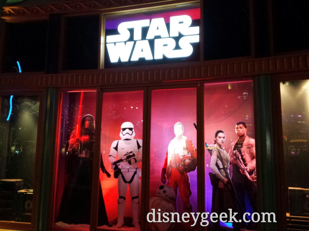 DStreet #StarWars window in #DowntownDisney