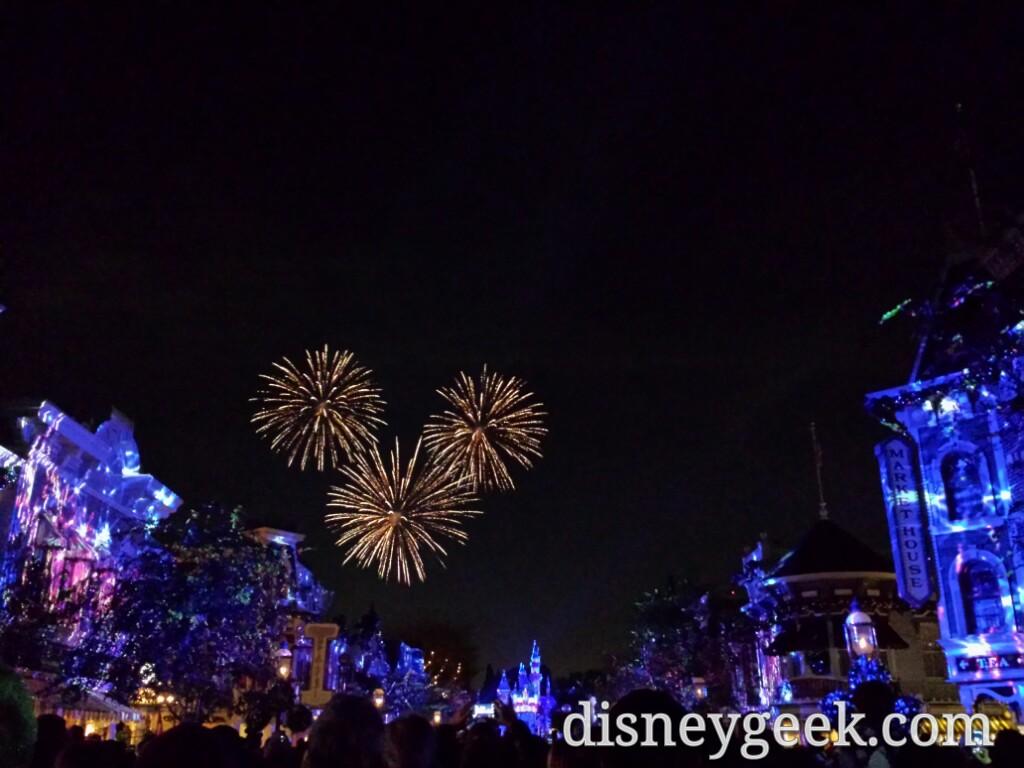 Time for #DisneylandForever – Mickey fireworks