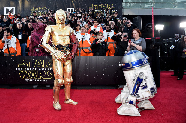 HOLLYWOOD, CA - DECEMBER 14:  R2-D2 (L) and C-3PO attend the World Premiere of ?Star Wars: The Force Awakens? at the Dolby, El Capitan, and TCL Theatres on December 14, 2015 in Hollywood, California.  (Photo by Alberto E. Rodriguez/Getty Images for Disney)