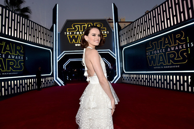 HOLLYWOOD, CA - DECEMBER 14:  Actress Daisy Ridley attends the World Premiere of ?Star Wars: The Force Awakens? at the Dolby, El Capitan, and TCL Theatres on December 14, 2015 in Hollywood, California.  (Photo by Alberto E. Rodriguez/Getty Images for Disney)