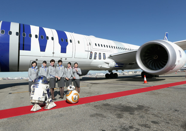 Star Wars: The Force Awakens – Cast & Filmakers take ANA R2-D2 Plane to London (Disney Pictures)