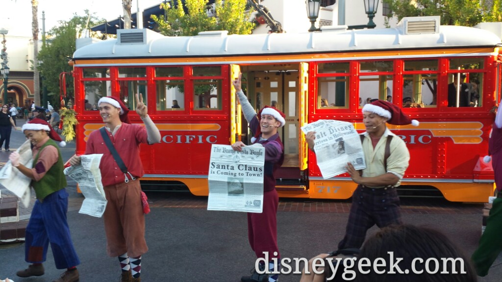 Red Car News Boys – Santa Claus is coming to town