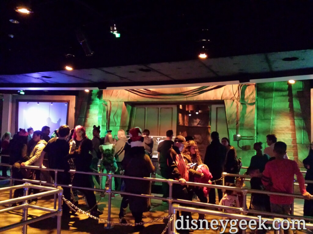 #StarWars Launch Bay posted 30min wait for either Darth or Chewbacca  #Disneyland