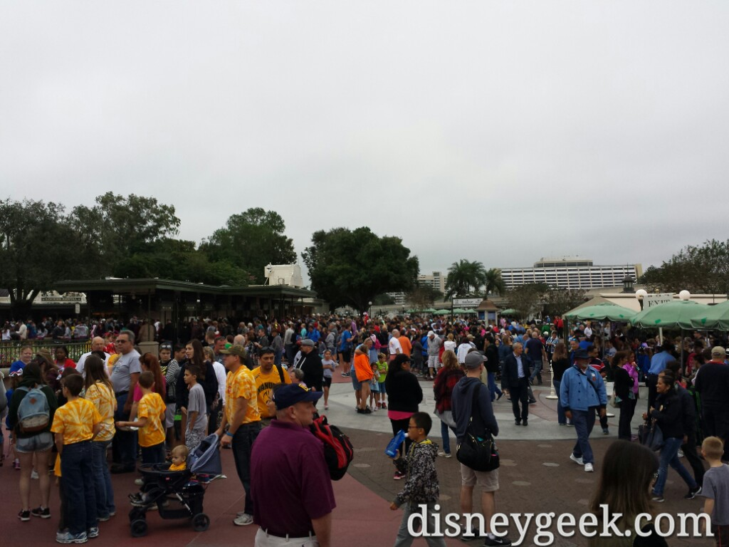 A large number of guests still arriving at the Magic Kingdom #WDW