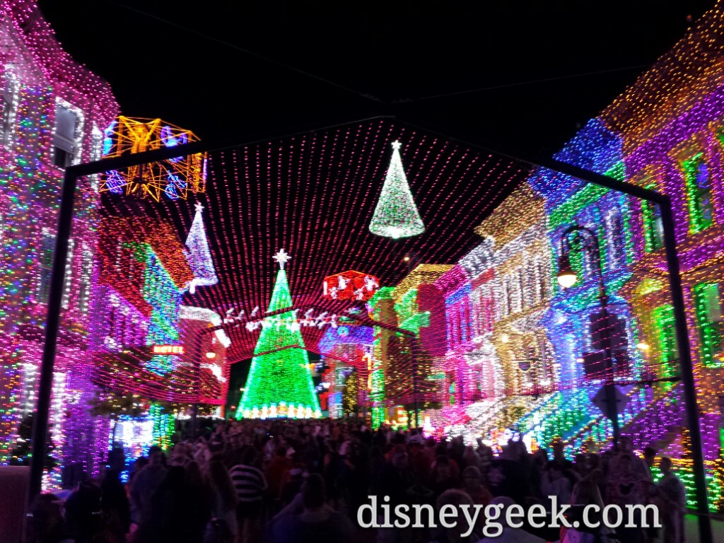Osborne Family Lights at Disney's Hollywood Studios #WDW #DisneyHolidays