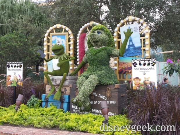 Kermit & Miss Piggy Topiaries at Disney Springs