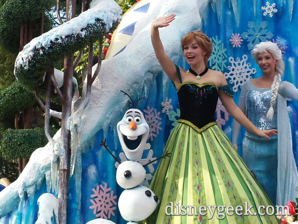 Olaf, Anna & Elsa in the Festival of Fantasy parade #WDW #Frozen