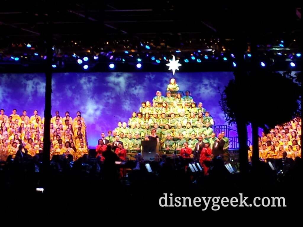 Ana Gasteyer is the guest narrator @ #Epcot Candlelight this evening