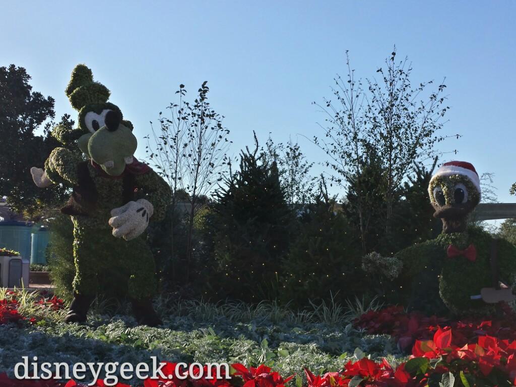 Goofy & Donald topiaries in Future World