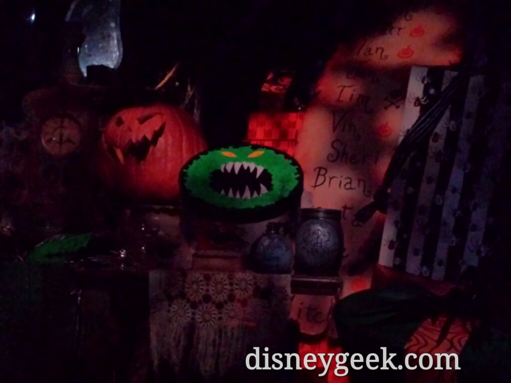 Haunted Mansion Holiday #Disneyland – some gifts in the attic