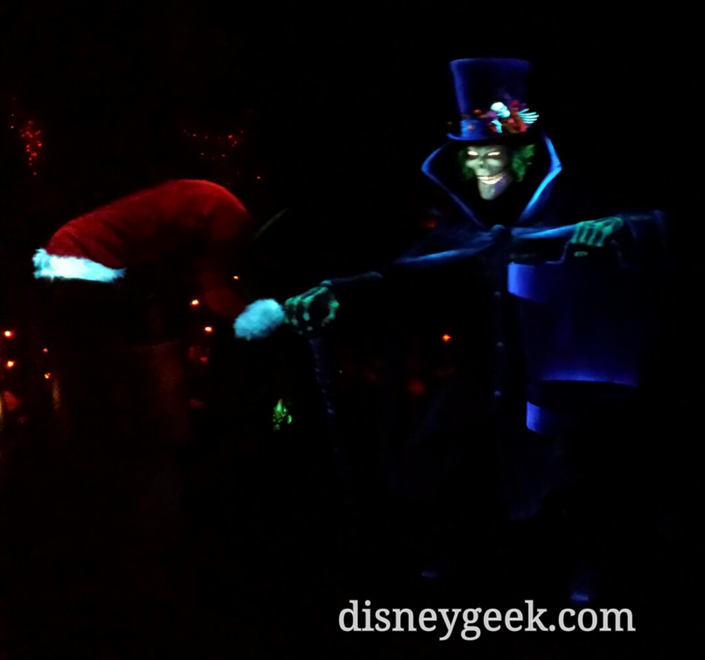 Too bad I never stop in front of the #HatBoxGhost #Disneyland