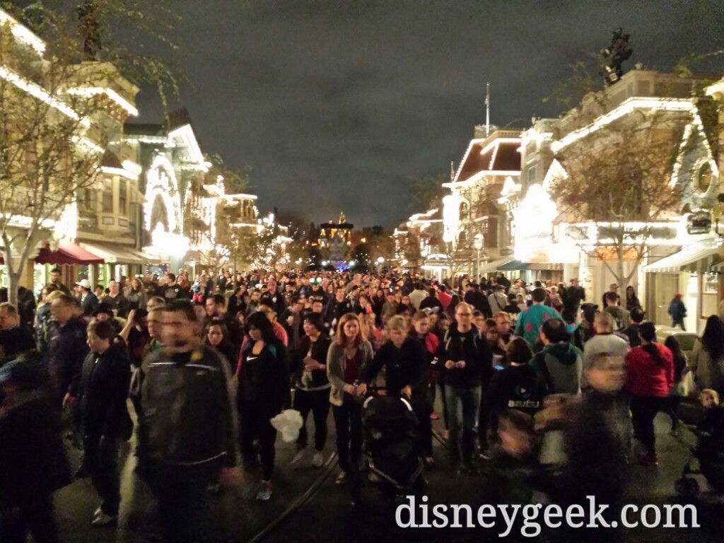 The crowd leaving #Disneyland at 8:30pm