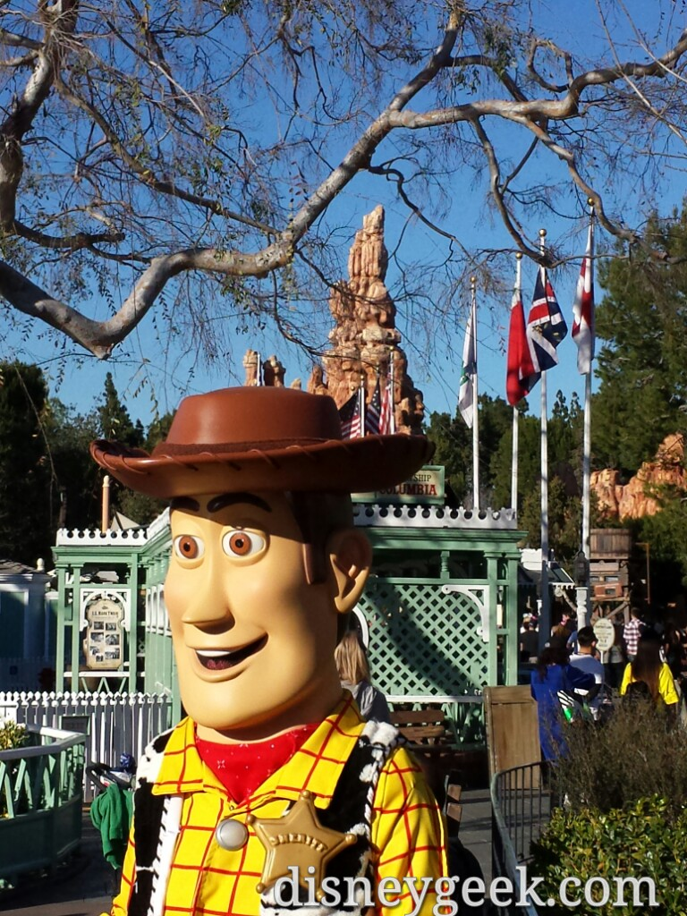 Woody greeting guests Frontierland @DisneylandToday