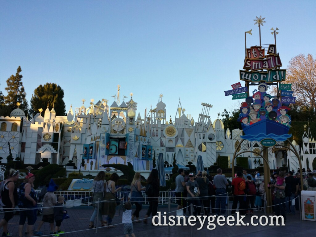 it's a small world has returned to the regular show #Disneyland