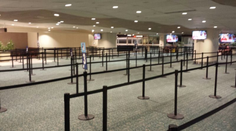 All quiet at Magical Express at 5:40am, Would be great if every queue looked like this