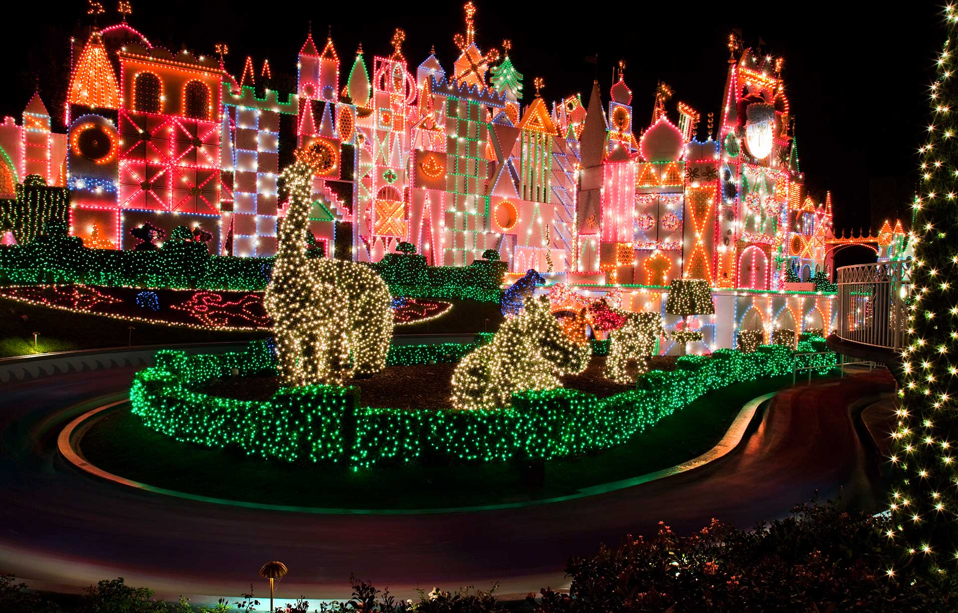 details holidays at the disneyland resort nov 9 jan 6 the geeks blog disneygeekcom
