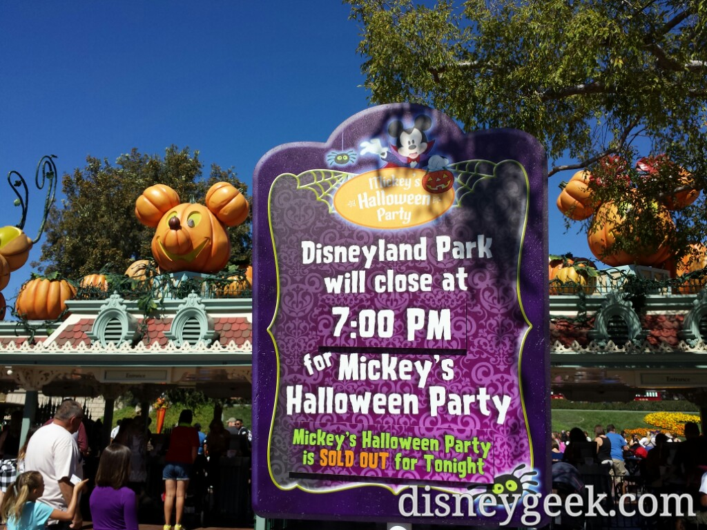 disneyland closes early tonight for a sold out #halloween party