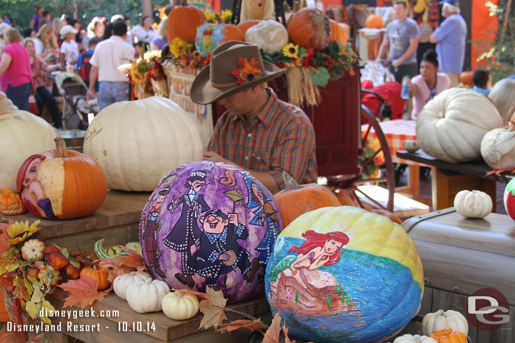 Disneyland Pumpkin 2014 - Carver at work