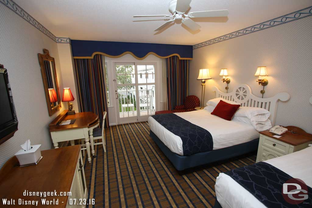 Disney s yacht club resort room pictures guest photos for Garden view rooms at disney beach club