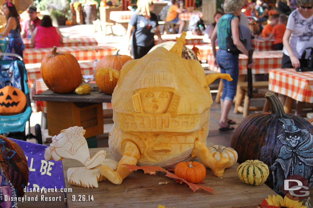 Disneyland Pumpkin 2014 - Alice in Wonderland