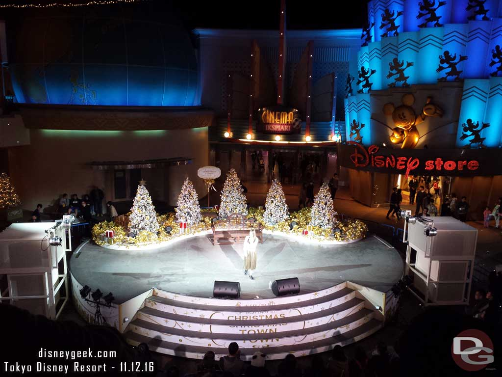 Tokyo Disney Resort - A concert in Ikspiari