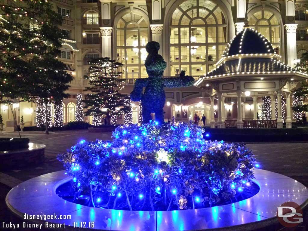 Tokyo Disney Resort - Disneyland Hotel Courtyard - Donald