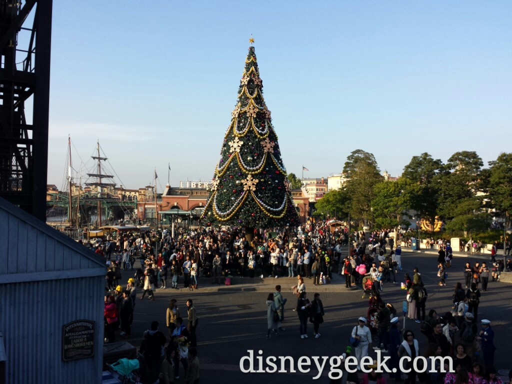 Tokyo DisneySea - The American Waterfront features a large Christmas Tree