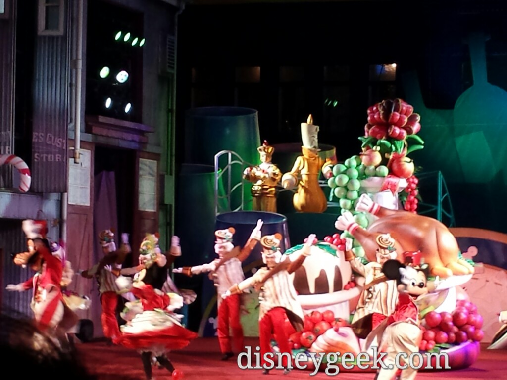 Tokyo DisneySea - A Table is Waiting features a Christmas finale for the season.
