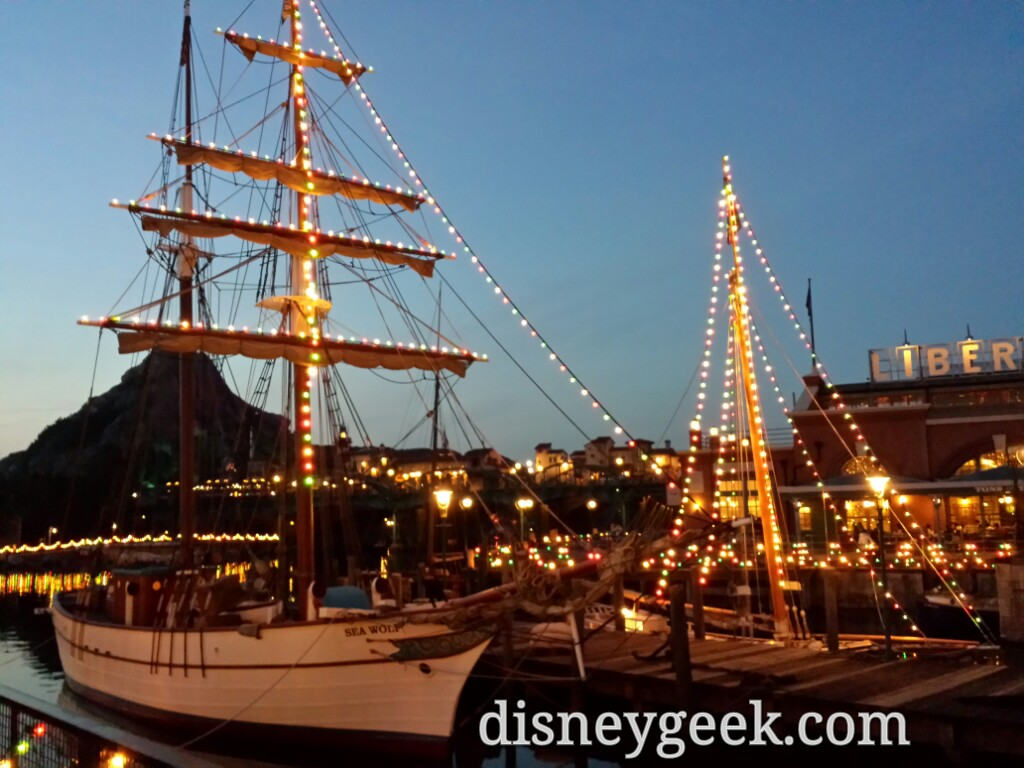 Tokyo DisneySea - American Waterfront Boats are decorated for Christmas.