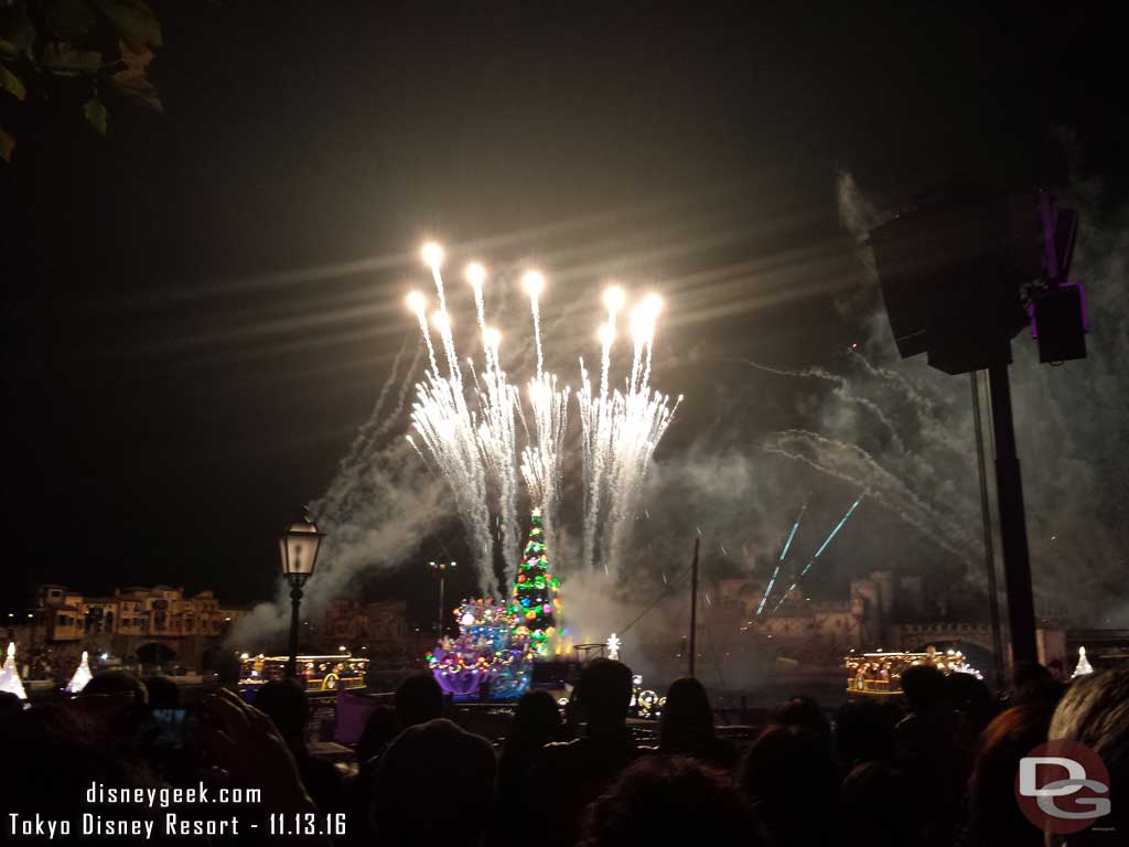 Tokyo DisneySea - Colors of Christmas Nighttime Wishes