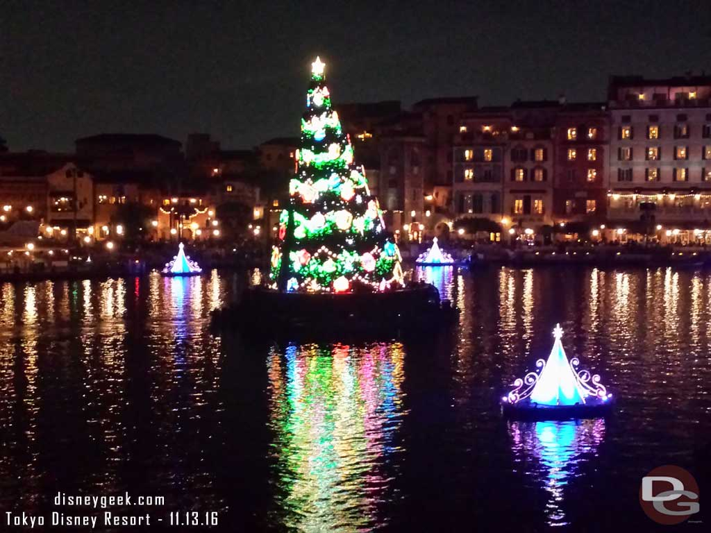 Tokyo DisneySea - Colors of Christmas Nighttime Wishes