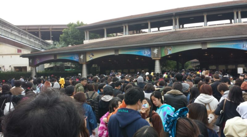 Crowds to enter DisneySea at 7:55am, park opens at 8:00am