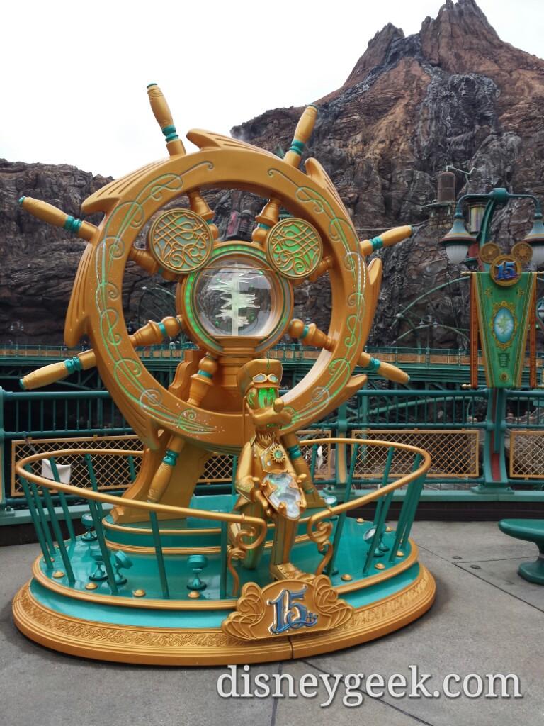 Tokyo DisneySea - Mysterious island Goofy Crystal