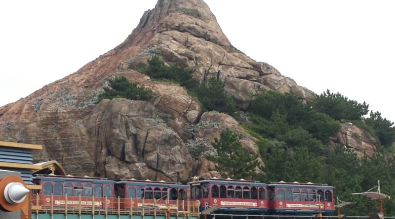 Tokyo DisneySea - DisneySea Electric Railway passing by