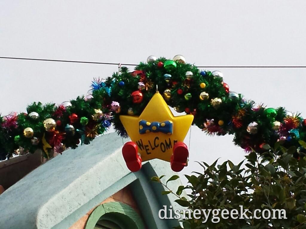 Tokyo Disneyland - Toontown Christmas
